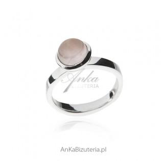 Pierścionek srebrny z różowym kamieniem KWARCEM RÓŻOWYM