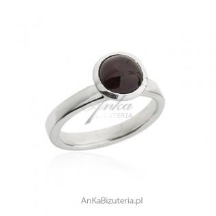 Biżuteria srebrna - pierścionek z granatem naturalnym