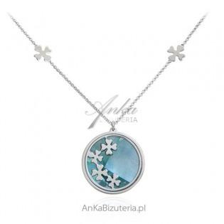 Naszyjnik srebrny z koniczynkami na jasnoniebieskiej masie perłowej