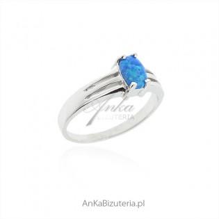 Srebrna biżuteria z niebieskim opalem - Pierścionek z opalem