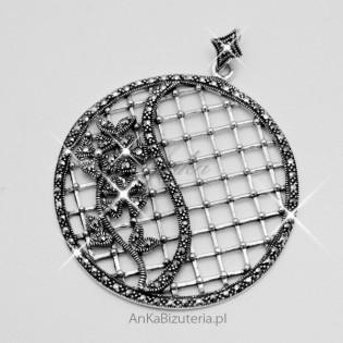 Modna biżuteria . Wisior srebrny z markazytami