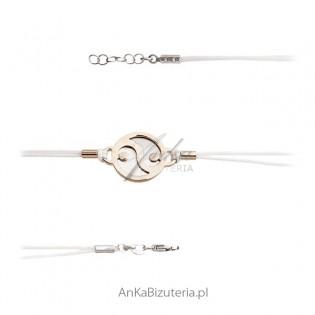 Bransoletka srebrna pozłacana na białym sznureczku