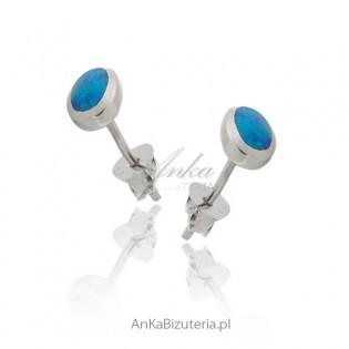 Kolczyki srebrne rodowane z niebieskim opalem