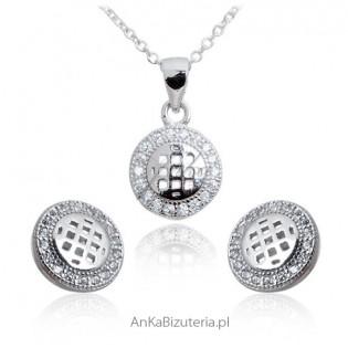 Delikatny komplet biżuterii srebrnej