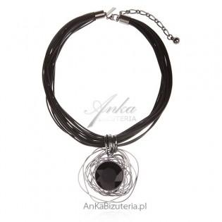 Modna biżuteria damska Naszyjnik na czarnych sznurkach