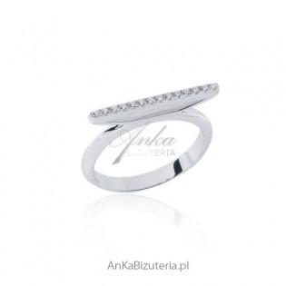 Modna biżuteria srebrna -Pierścionek z cyrkoniami