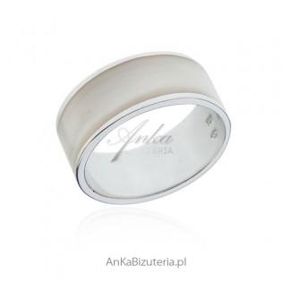 Obrączka srebrna z białą emalią