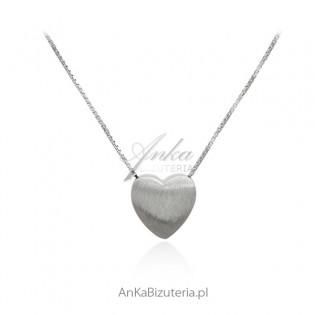 Naszyjnik srebrny z pięknym serduszkiem satynowym
