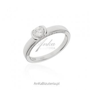 Pierścionek zaręczynowy - biżuteria srebrna z cyrkoniami