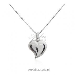 Naszyjnik srebrny z ślicznym serduszkiem