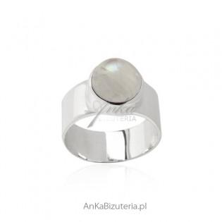 Oryginalny pierścionek srebrny z kamieniem księżycowym