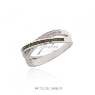 Pierścionek srebrny z czerwonym opalem