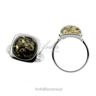 Pierścionek srebrny z zielonym bursztynem