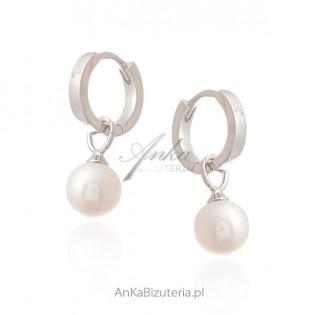 Biżuteria srebrna - Kolczyki srebrne z białą perełką