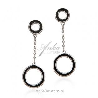 Kolczyki srebrne kółka z czarną emalią