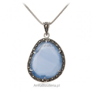 Srebrna zawieszka z markazytami i pięknym niebieskim chalcedonem