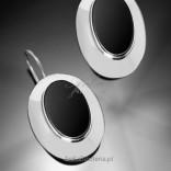 Silbergroße Ohrringe mit schwarzem Onyx.