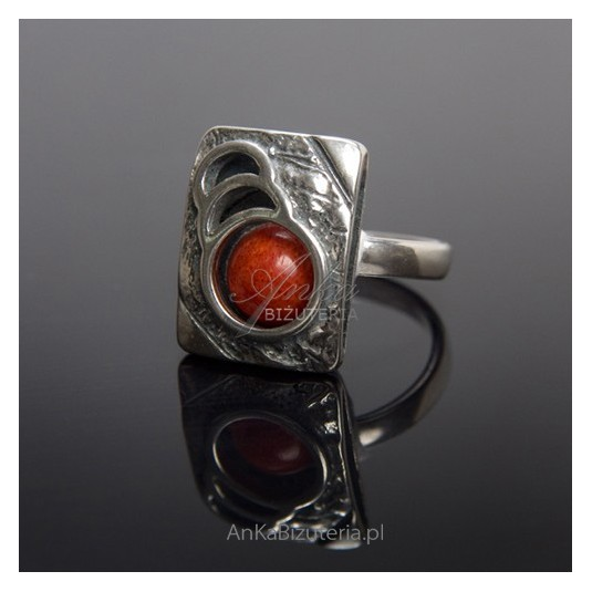 Srebrny Pierścionek z koralem - Biżuteria Srebrna