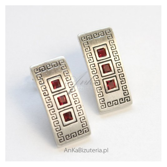 Kolczyki srebrne z granatami w greckim wzorze