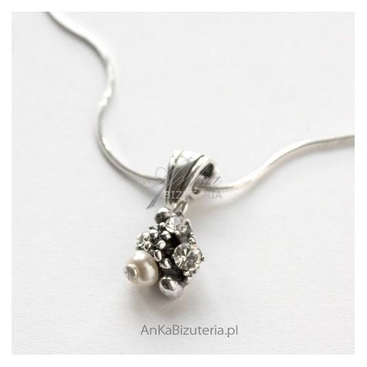 Wisior srebrny z cyrkoniami i perełkami