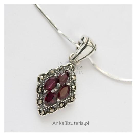 Srebrna Biżuteria - Wisior srebrny z granatami