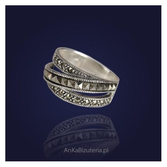 Pierścionek srebrny z markazytami, przeplatana obrączka-15 OSTATNIA SZT