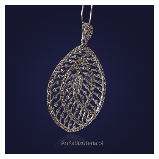 Wisiorek srebrny z markazytami, owalna.