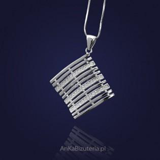 Biżuteria srebrna - elegancki wisior z cyrkoniami.