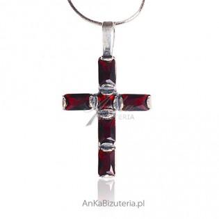 Wisiorek - krzyżyk srebrny oksydowany z granatami