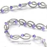 Goldene Halskette mit Swarovski-Lilienkristallen mit Besatz